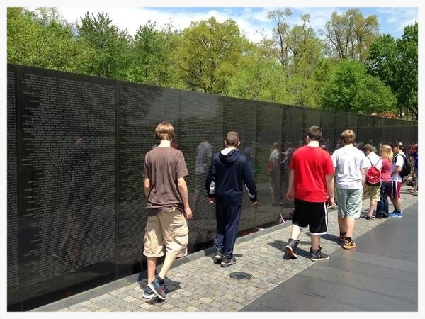 Mill Creek students view the Vietnam Veteran's Memorial in Washington, D.C.